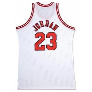 Michael Jordan Signed Chicago Bulls Home Jersey WHITE